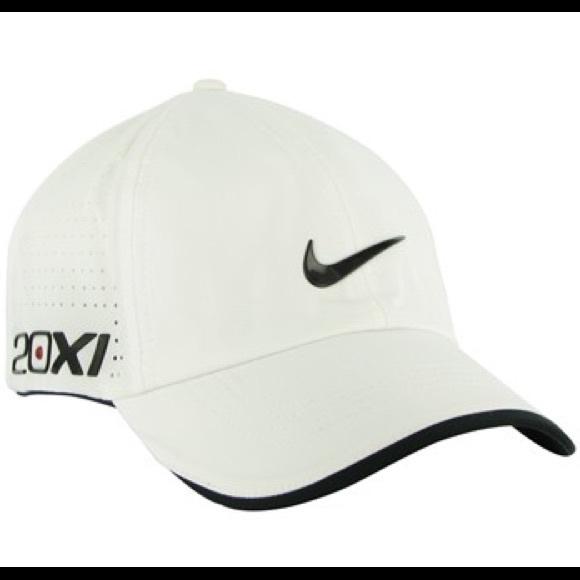 White Nike hat 20XI. M 5a4e8472331627a9580180e2 ca862de4f7f